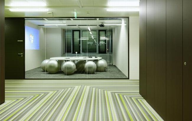 kreatywna przestrzeń biurowa wnętrze biurowe miejsce pracyw biurze inspiracje pomysły design biura 03