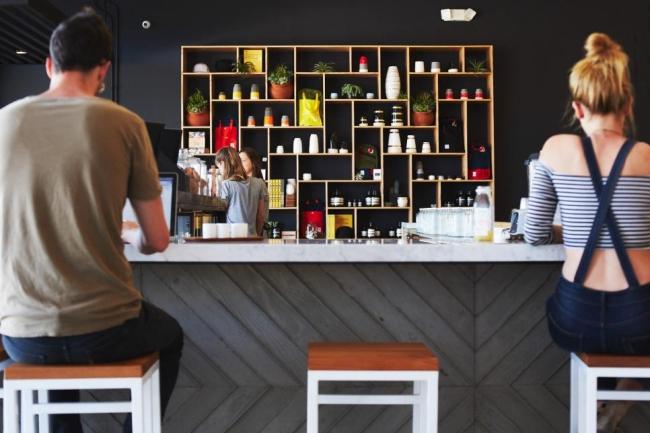 miejsce na alkohol mini barek bar gdzie w domu umieścić alkohol inspiracje pomysły rozwiązania 51