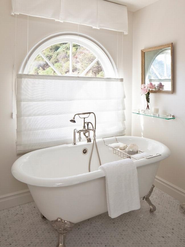 romantyczna łazienka w stylu francuskim łazienka glamour zdobiona łazienka delikatna łazienka bogata łazienka inspiracje 17