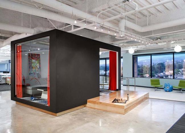 nowoczesna przestrzeń biurowa biura wielkich korporacji nowoczesne biuro inspiracje design nowoczesnego biura 06