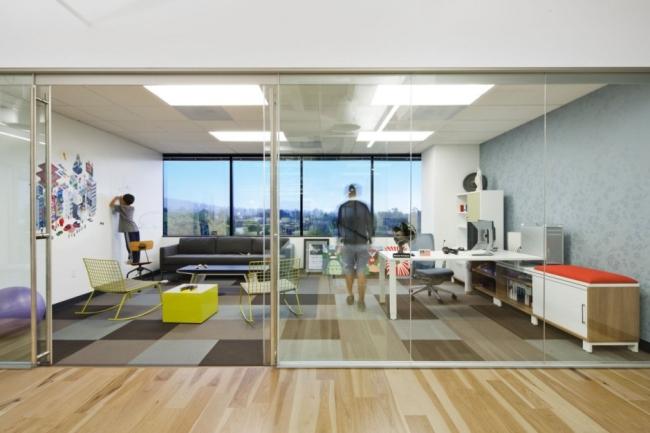nowoczesna przestrzeń biurowa biura wielkich korporacji nowoczesne biuro inspiracje design nowoczesnego biura 14