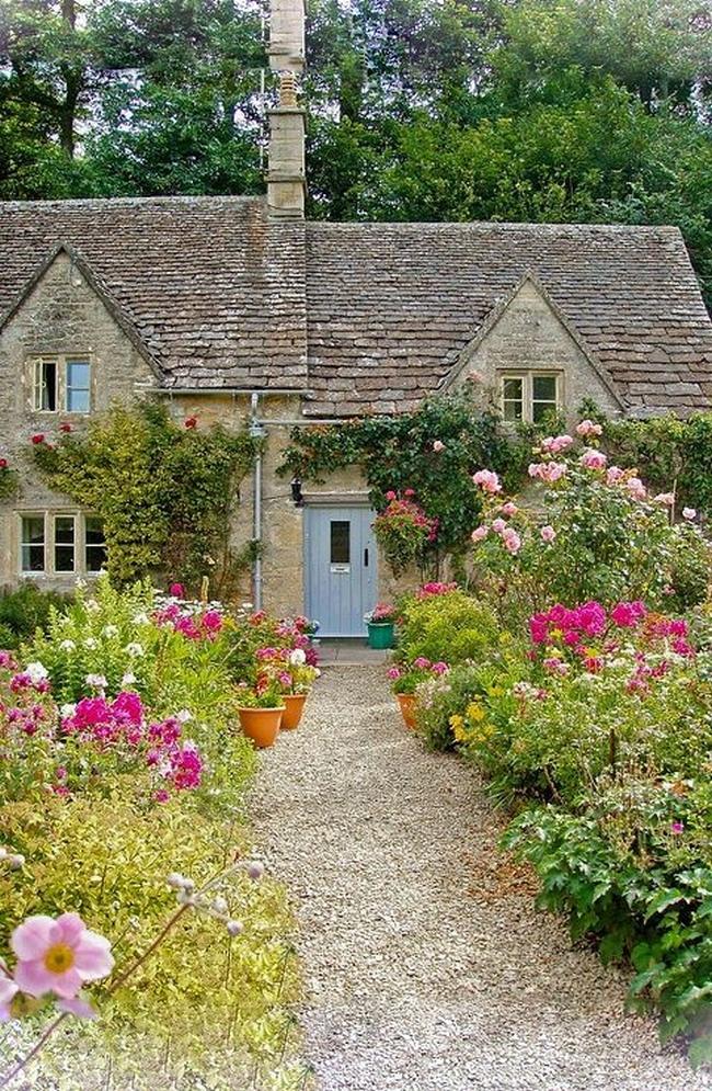 zieleń przed domem piękny ogródek zieleń przed wejściem do domu inspiracje pomysły na piękny ogródek zieleń 106