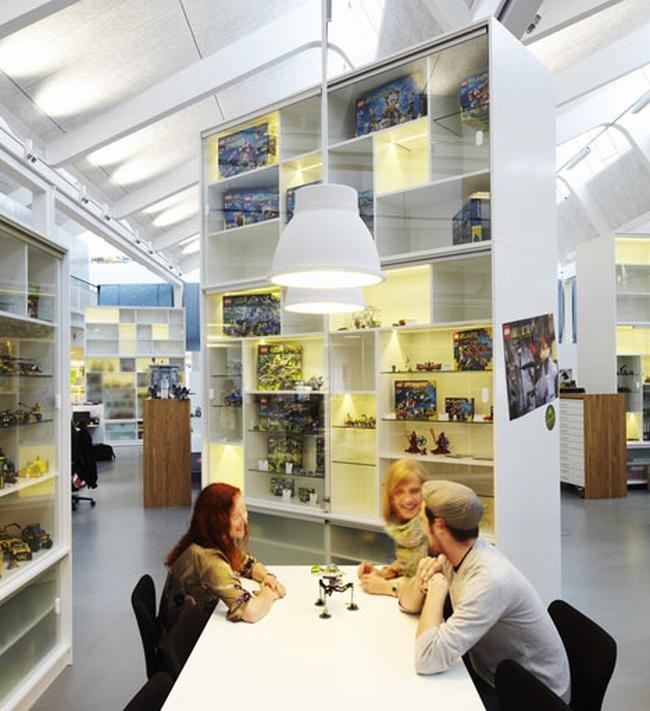 nowoczesna aranżacja biura nowoczesne przestrzenie biurowe design inspiracje projekt biura wnętrze biurowe LEGO 03