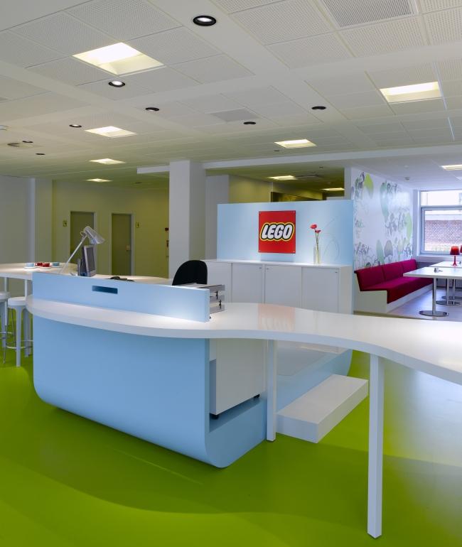 nowoczesna aranżacja biura nowoczesne przestrzenie biurowe design inspiracje projekt biura wnętrze biurowe LEGO 15