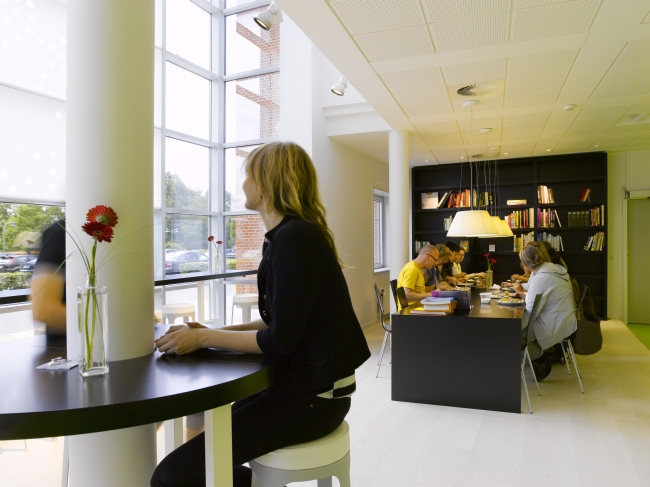 nowoczesna aranżacja biura nowoczesne przestrzenie biurowe design inspiracje projekt biura wnętrze biurowe LEGO 25