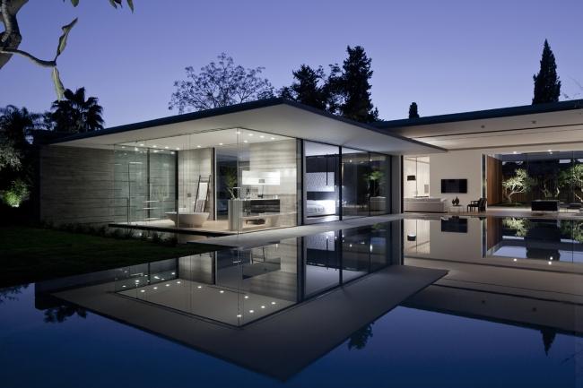 Minimalist One Storey House With Modern Art Odbicie O Wietlonego Noc Domu W Tafli Przydomowego Basenu Zawsze