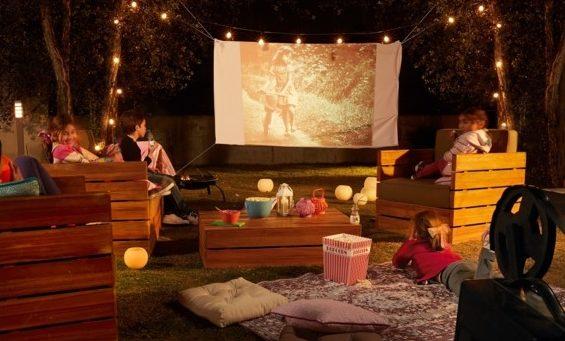 zewnętrzne domowe kino letnie w ogrodzie kino z tyłu domu kino koło domu inspiracje pomysły oudoor cinema outdoor movie theatre 204