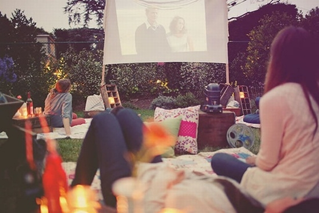 zewnętrzne domowe kino letnie w ogrodzie kino z tyłu domu kino koło domu inspiracje pomysły oudoor cinema outdoor movie theatre 207