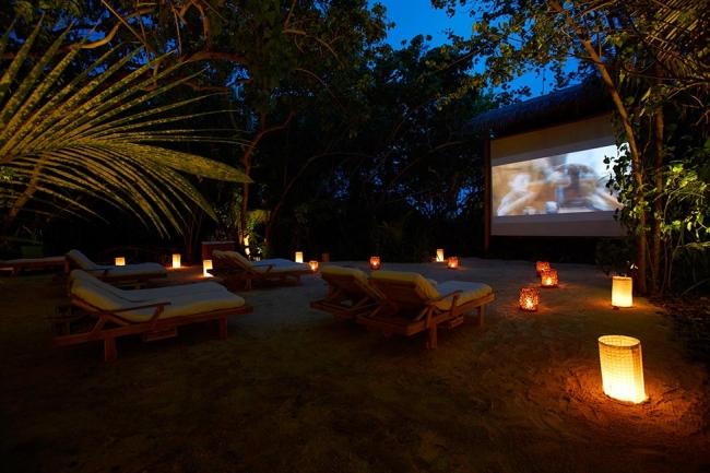 zewnętrzne domowe kino letnie w ogrodzie kino z tyłu domu kino koło domu inspiracje pomysły oudoor cinema outdoor movie theatre 25