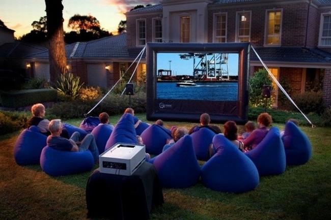 zewnętrzne domowe kino letnie w ogrodzie kino z tyłu domu kino koło domu inspiracje pomysły oudoor cinema outdoor movie theatre 27