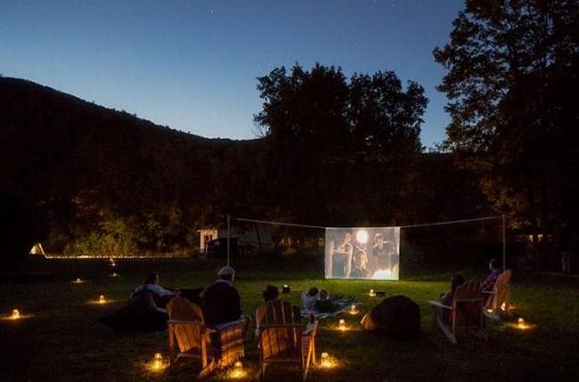 zewnętrzne domowe kino letnie w ogrodzie kino z tyłu domu kino koło domu inspiracje pomysły oudoor cinema outdoor movie theatre 37