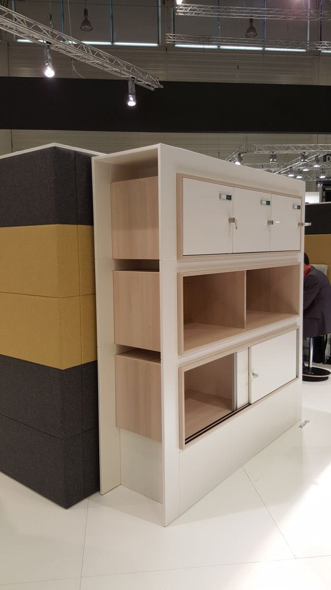 nowoczesne wyposażenie biura 2
