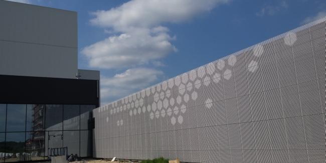 ciekawa nowoczesna elewacja dla budynku usługowego biura sklepu centrum handlowego inspiracje realizacje projekt 04