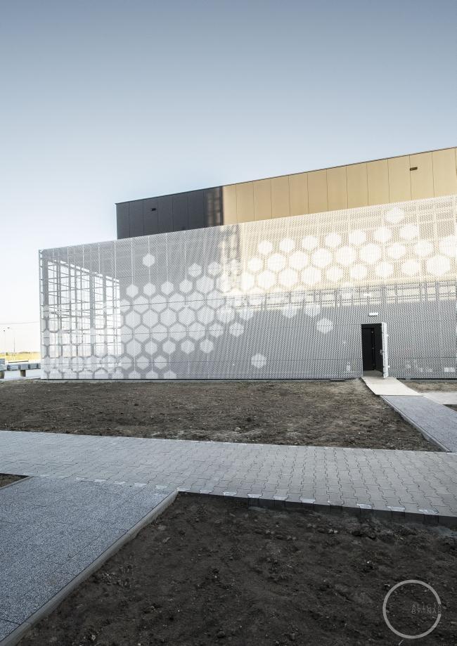 ciekawa-nowoczesna-elewacja-dla-budynku-usługowego-biura-sklepu-centrum-handlowego-inspiracje-realizacje-projekt-07