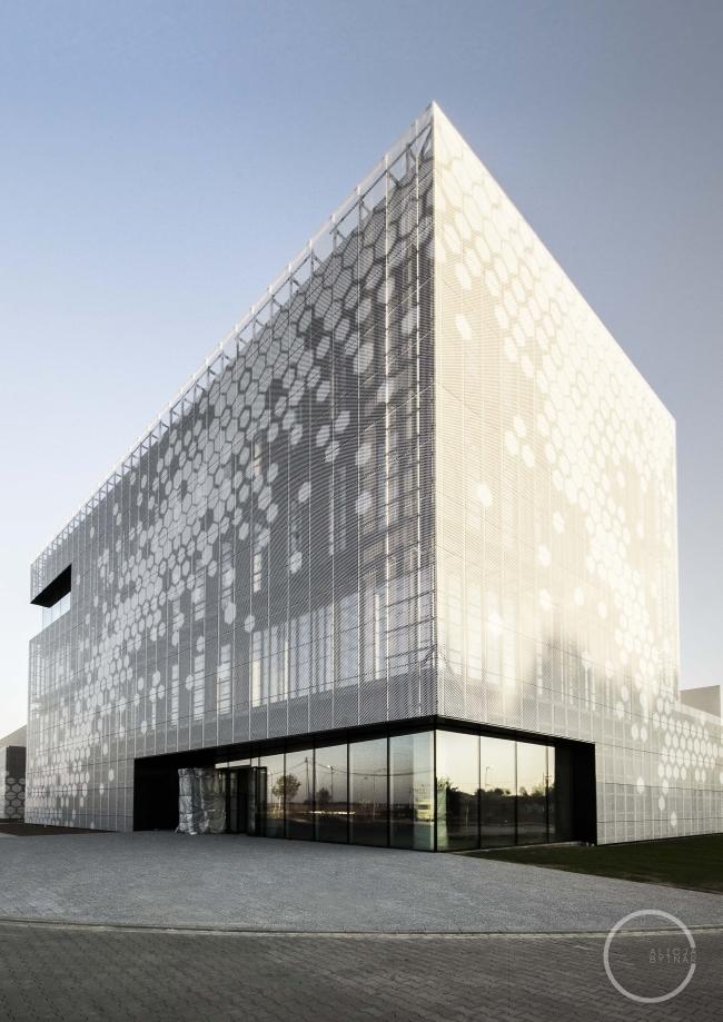 ciekawa-nowoczesna-elewacja-dla-budynku-usługowego-biura-sklepu-centrum-handlowego-inspiracje-realizacje-projekt-09