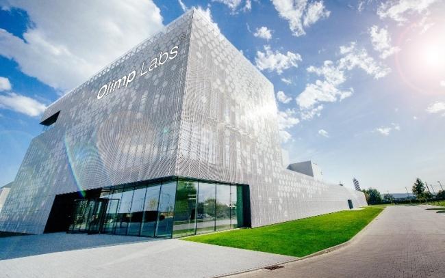 ciekawa-nowoczesna-elewacja-dla-budynku-usługowego-biura-sklepu-centrum-handlowego-inspiracje-realizacje-projekt-21