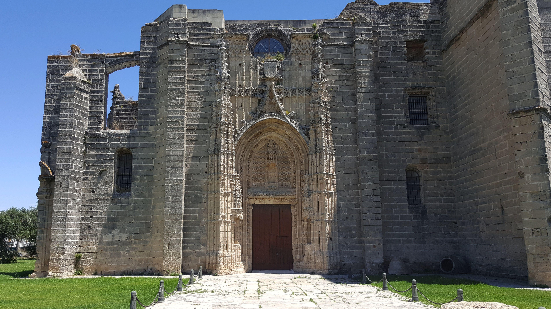Monasterio De la Victoria, gotycki klasztor z Hiszpanii (02)