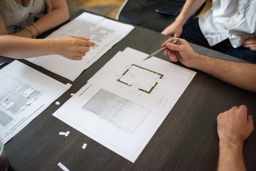 jak rozmawiać i nie rozmawiać z architektem, pierwsze spotkanie, co należy wiedzieć, o czym pamiętać, co przynieść, kiedy architekt jest potrzebny