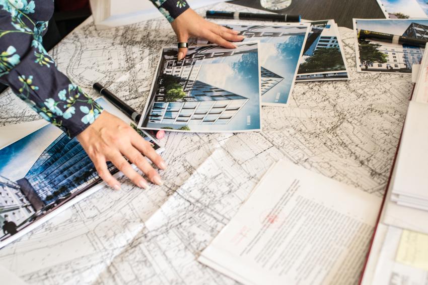 Jak rozmawiać z architektem? Wszystko co musisz wiedzieć, przygotować się do pierwszego spotkania, współpracy, czy warto