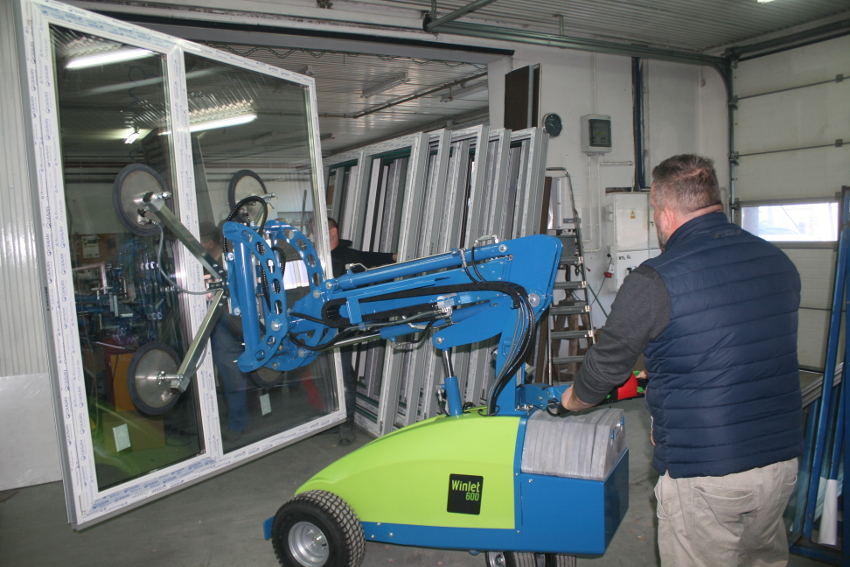 Manipulatory do szyb Winlet - pomoc w montażu dużych przeszkleń w nowoczesnej architekturze i budownictwie. Manipulatory przemysłowe najnowszej generacji!