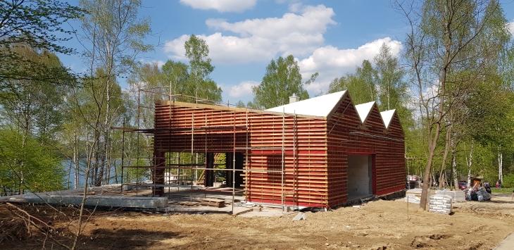 Drewniana konstrukcja pod elewację